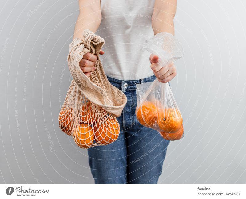 """Konzept """"Null Abfall, Lebensmittelabfälle"""". keine Verschwendung Orangen Früchte Kunststoff Tasche Textil ineinander greifen Top Ansicht flach legen null"""