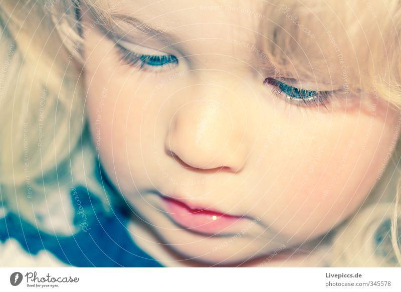 M.M.W. Mensch feminin Kind Kleinkind Mädchen Kindheit Kopf 1 1-3 Jahre schön nah niedlich Farbfoto Außenaufnahme Nahaufnahme Detailaufnahme Tag Lichterscheinung