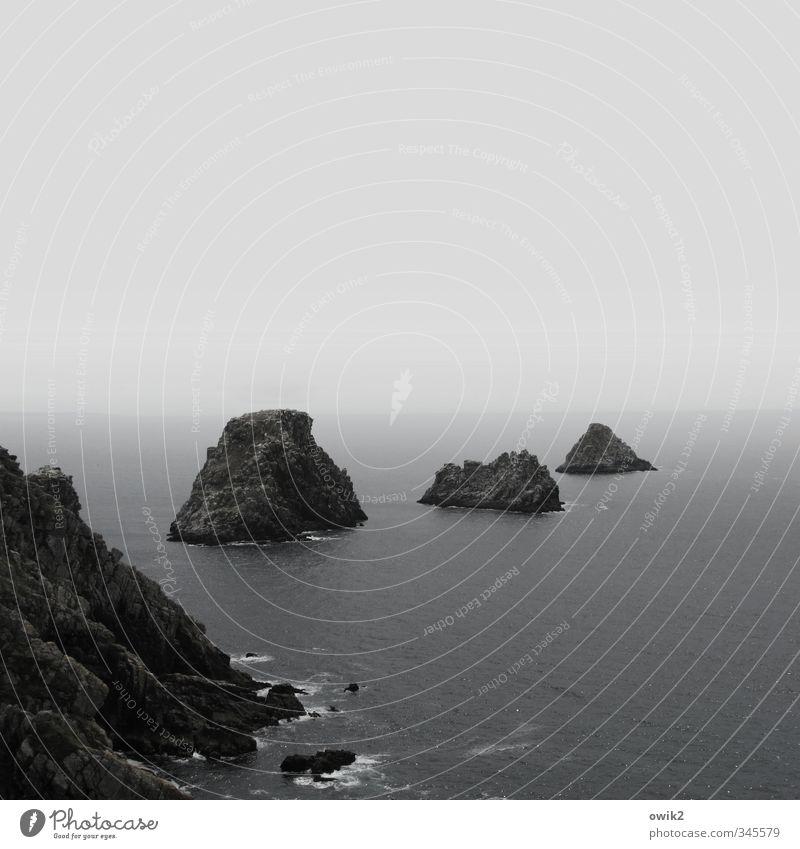 Einsame Inseln Natur blau Einsamkeit Landschaft ruhig Ferne schwarz Umwelt Küste grau Felsen Horizont wild Nebel Wellen Idylle