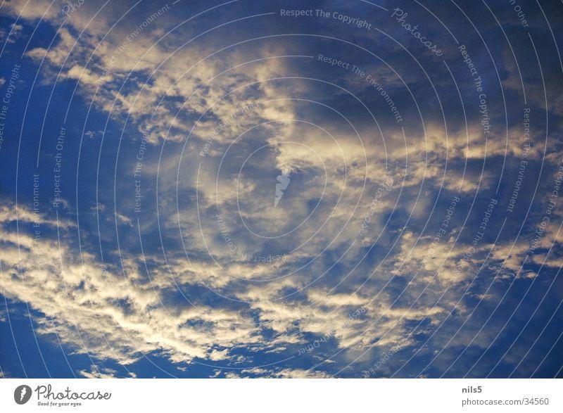 zarter Wolkenaufbruch Himmel Ferien & Urlaub & Reisen Wolken dunkel hell Wetter bedecken