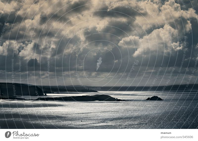 Dunkelwetter Natur Landschaft Urelemente Wolken Gewitterwolken schlechtes Wetter Unwetter Küste Bucht Riff Meer Insel bedrohlich dunkel Fernweh