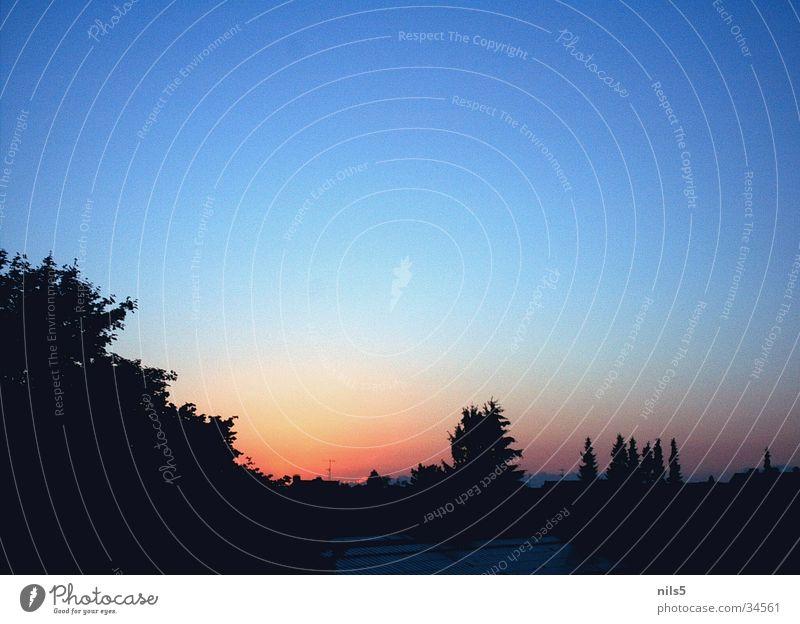 dark sky Sonnenuntergang rot Abend Himmel blau orange Landschaft Silhouette Lampe
