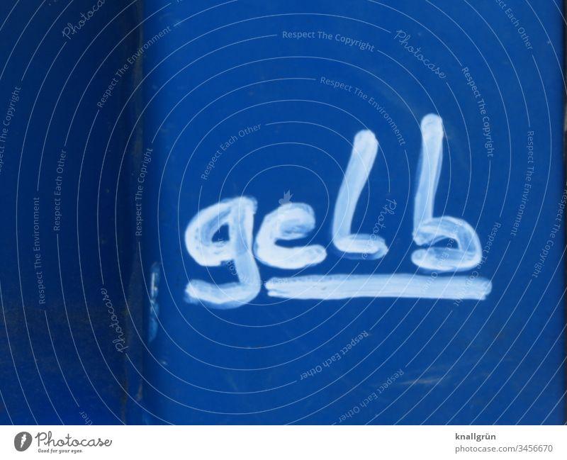 """Das Wort """"gelb"""" unterstrichen in weißer Farbe auf blauem Untergrund geschrieben Graffiti Kommunizieren Schriftzeichen Buchstaben Typographie Letter"""