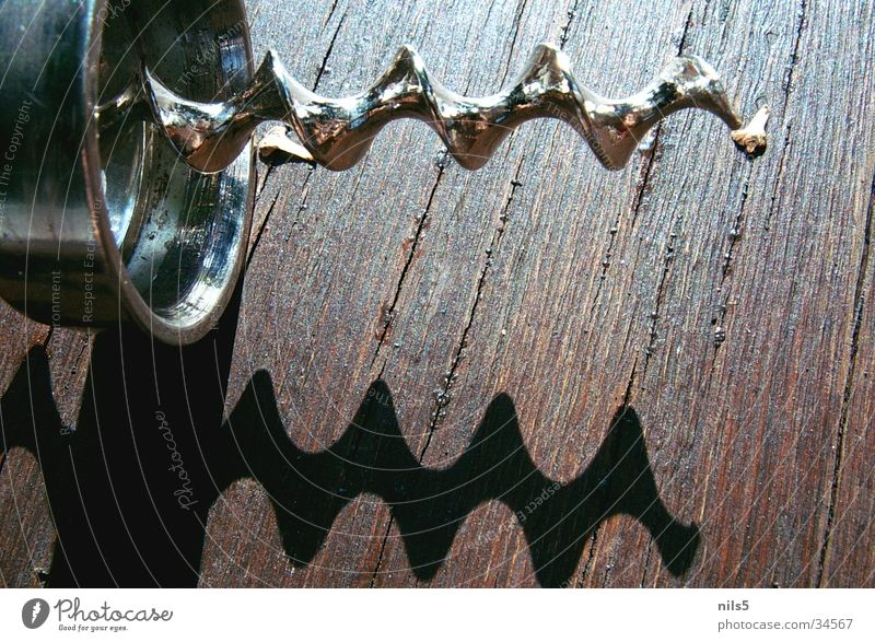 Korkenzieher Holz Metall glänzend Spitze Alkohol Spirale Schraube Maserung Drehung Wendeltreppe Flaschenöffner