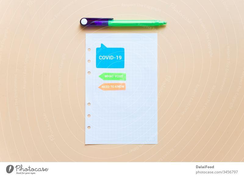 Notizbuch und Notizpapier auf einem gewachsenen Hintergrund Klebstoff Bank Buch Kasten Business Pflege Almosen Geldmünzen abholen Gemeinschaft Konzept