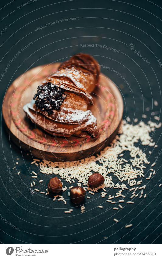 Leckeres Gebäck auf dunklem Untergrund/Hintergrund Dessert Essen Backwaren Lebensmittel süß Essen zubereiten geschmackvoll Farbfoto lecker Nahaufnahme