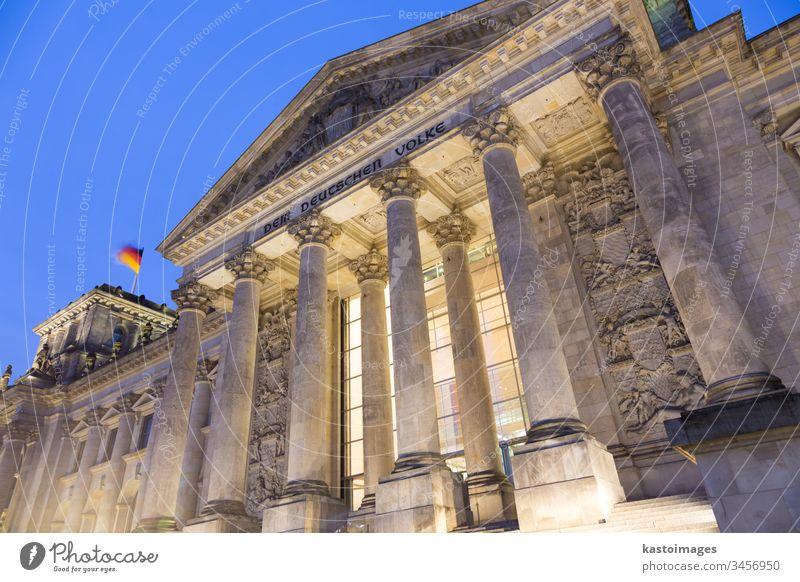Berühmtes Reichstagsgebäude, Sitz des Deutschen Bundestages, Bezirk Berlin Mitte, Deutschland. Deutscher Bundestag Parlament bundestag Politik Architektur