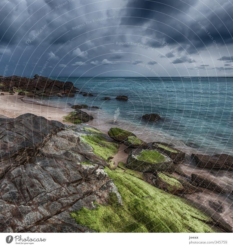Grenzen Landschaft Sand Wasser Himmel Wolken Gewitterwolken Horizont Sommer Klima Wetter schlechtes Wetter Unwetter Moos Felsen Strand Meer Insel Stein eckig