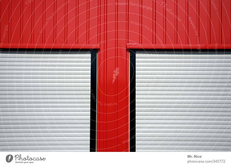 t - home Industrieanlage Gebäude Fassade Fenster Häusliches Leben rot Fensterrahmen Rollo Rollladen geschlossen Wellblechwand bürocontainer T