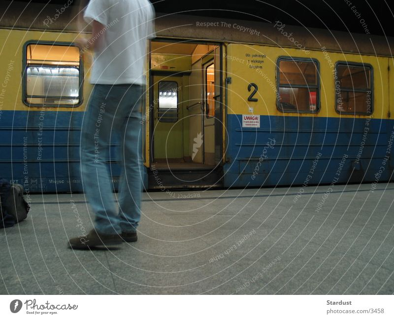 Für Fahrgäste mit größeren Gepäckstücken Eisenbahn Zweite Klasse Verkehr Wagon Bahnhof Frachtraum