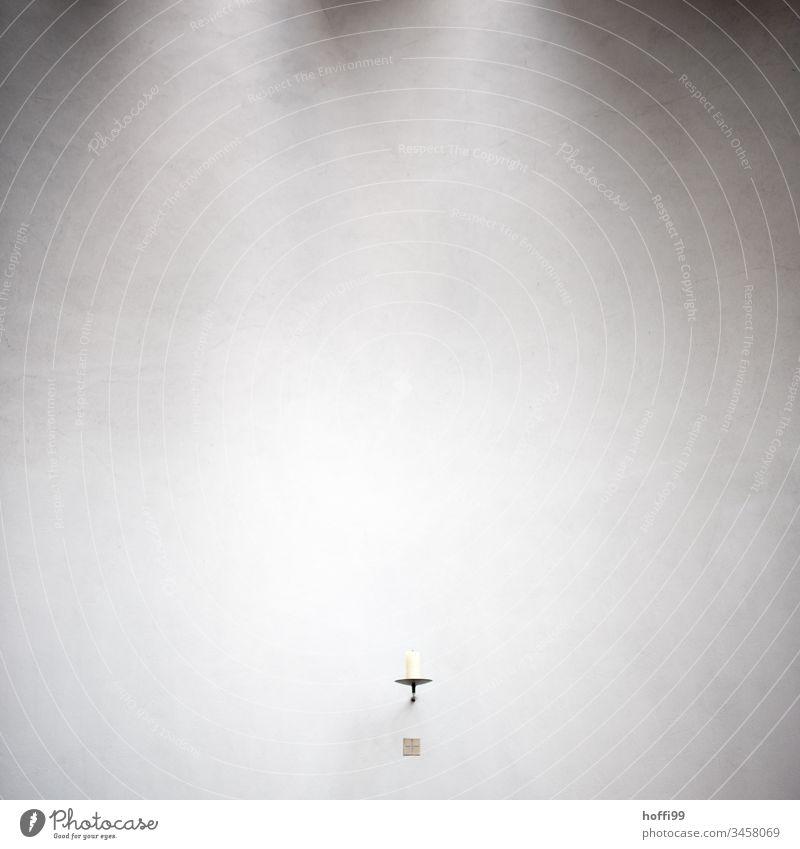 Kerze an der Wand Kerzenschein Kerzenständer Kerzendocht minimalistisch Kathedrale Dom Gotteshäuser Christentum Architektur Hoffnung Religion & Glaube