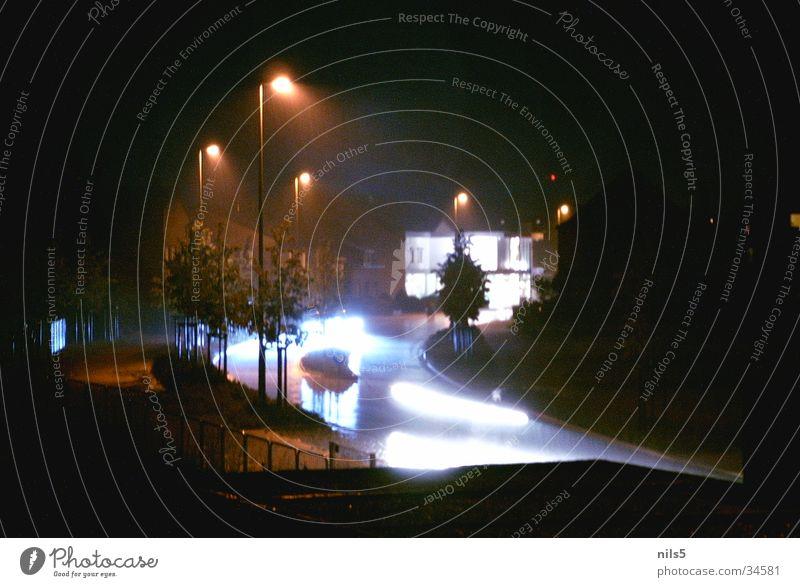 Licht Straße PKW Verkehr Geschwindigkeit grell