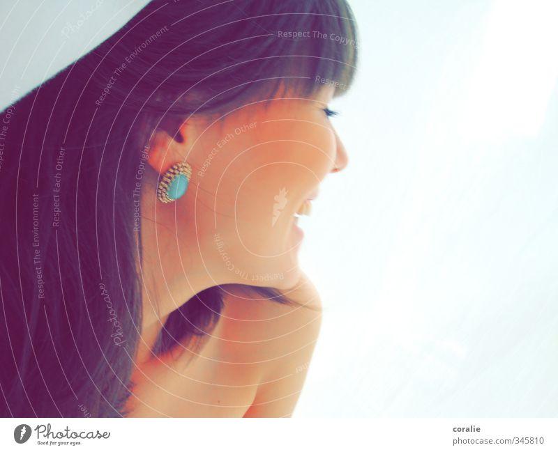 mumpitz Freude Glück schön Haut Gesicht Kosmetik feminin Junge Frau Jugendliche Kopf 1 Mensch Accessoire Schmuck Ohrringe brünett langhaarig Pony lachen frei