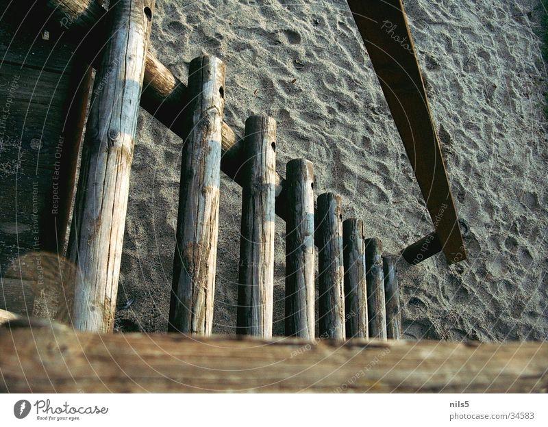 Holztreppe im Sand braun Treppe Freizeit & Hobby Klettern Spielplatz Baugerüst