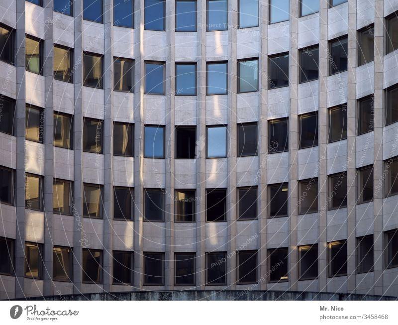 Bürogebäude Hochhaus Architektur Business modern hoch Symmetrie Gebäude Fassade Fenster Bankgebäude abstrakt Ordnung Stadtzentrum Glas urban