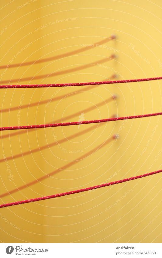 Wäscheleine oder Kunst? Farbe rot gelb Linie orange Raum Dekoration & Verzierung 3 ästhetisch Seil Ecke Kultur Kunststoff Spielzeug hängen