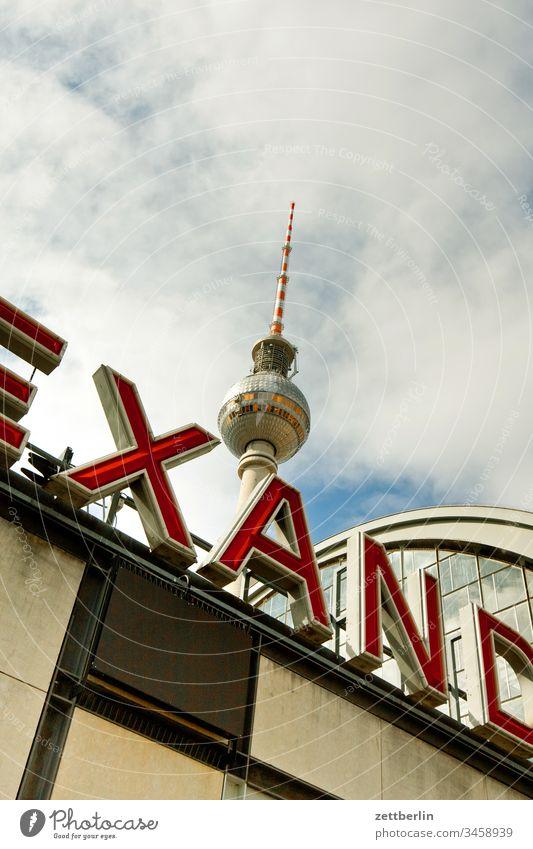 Bahnhof Berlin-Alexanderplatz alex alexanderplatz architektur außen berlin city fernsehturm frühjahr frühling hauptstadt haus innenstadt menschenleer