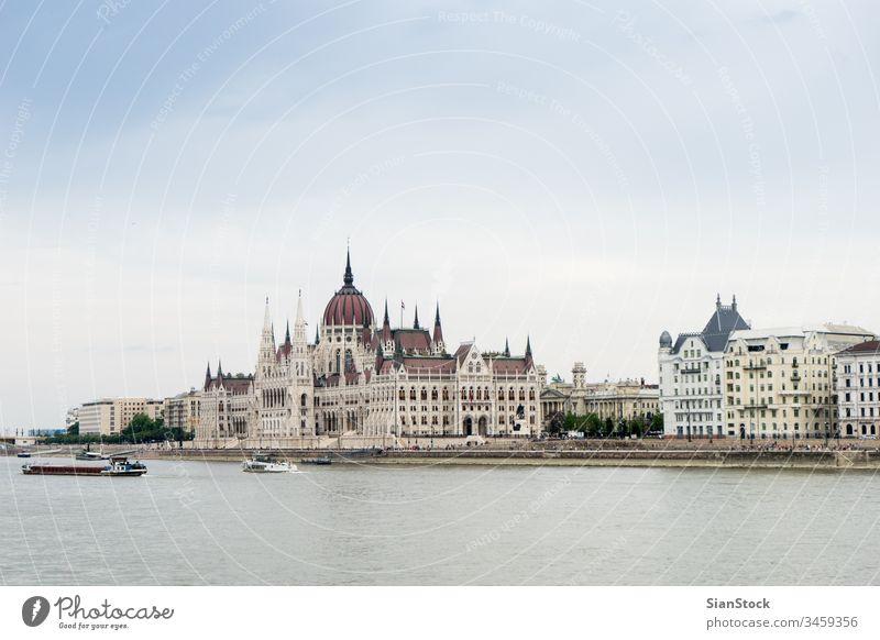 Das Budapester Parlament in Ungarn Gebäude Ungarisch Haus Großstadt reisen Donau Architektur Europa Fluss Tourismus urban Ansicht alt Stadtbild Wahrzeichen