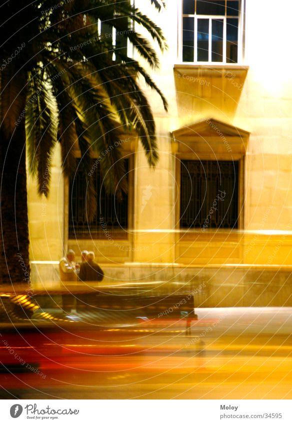 Streets of Malaga Mann Haus Straße sprechen Fenster PKW Spanien Palme Abenddämmerung Andalusien Malaga