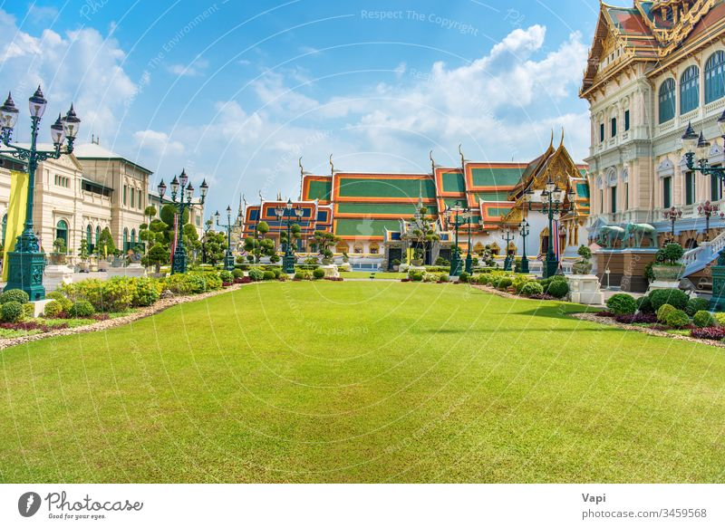 Grand-Palace-Komplex in Bangkok Thailand Palast herrschaftlich Architektur Asien Thron Saal Wahrzeichen prasat maha Rasen antik traditionell Buddhismus Religion