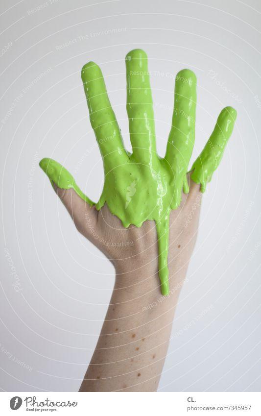 farbfoto Frau Jugendliche grün Farbe Hand 18-30 Jahre Erwachsene feminin Farbstoff Freizeit & Hobby Haut Arme Häusliches Leben frisch Finger einzigartig