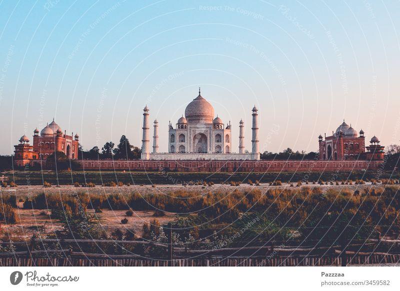 Taj Mahal Indien Agra Hinduismus Fernreise reisen Reisefotografie Sehenswürdigkeit Tourismus Mausoleum Armut