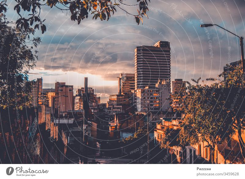 Bogota am Abend Kolumbien Skyline Großstadt abendhimmel Hochhaus Urban
