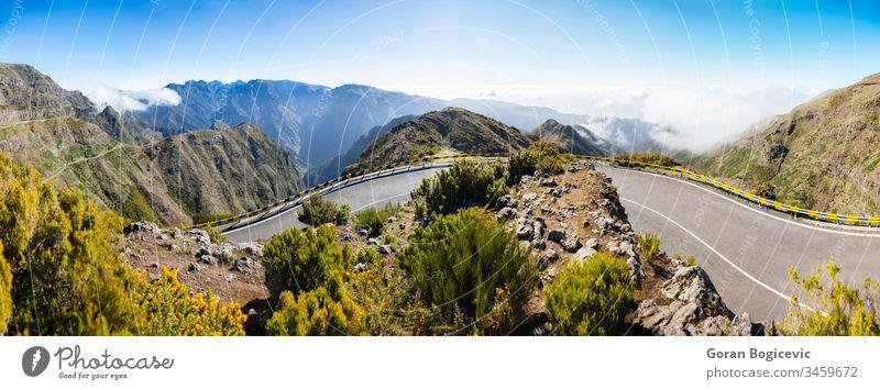 Bergstraße auf der Insel Madeira, Portugal Berge u. Gebirge Straße reisen Landschaft Sommer Verkehr Hügel Ausflug Europa im Freien Wolken Frühling Top Himmel