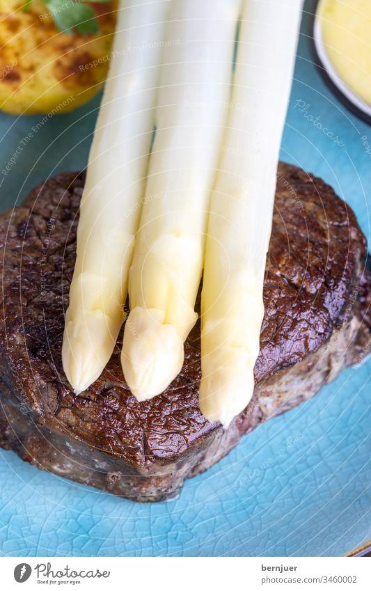 Spargel mit Kartoffeln und einem Steak weiß Sauce hollandaise soße gegrillt Rinderfilet kochen fettlos tournedo Salz Gemüse sous-vide dry age Gourmet Mignon