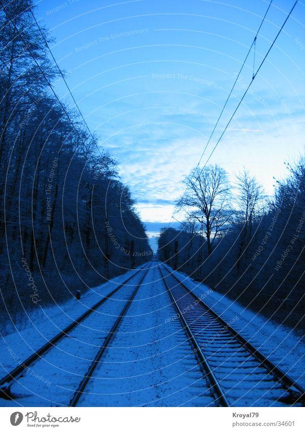 auf_den_schienen Winter kalt Schnee Eisenbahn Gleise
