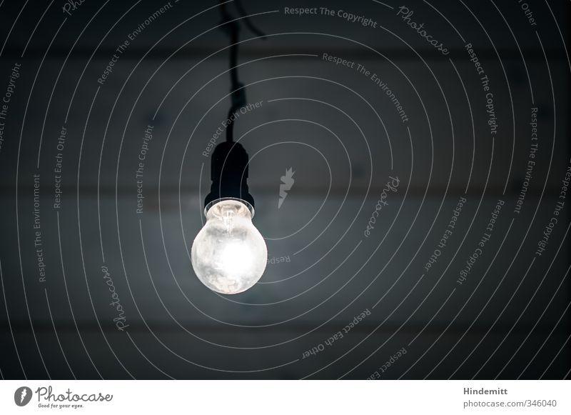 Wenn du denkst es geht nicht mehr, ... Kunstwerk Decke Deckenbeleuchtung Glühbirne Holz Glas hängen leuchten dunkel hell Optimismus Weisheit klug Traurigkeit