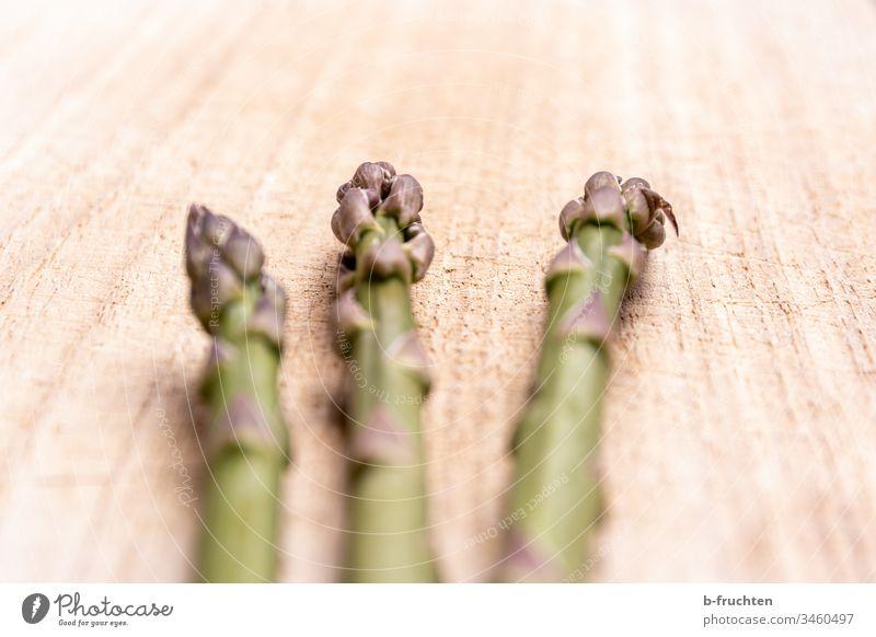 Grüne Spargelspitzen Gemüse Bioprodukte Vegetarische Ernährung Gesunde Ernährung Gesundheit frisch lecker Spargelzeit Nahaufnahme Spargelkopf Farbfoto grün Diät