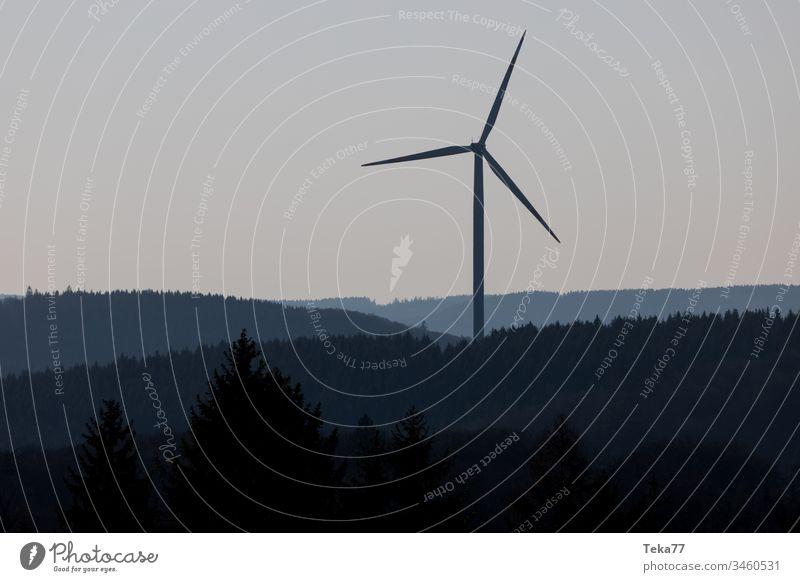 Winrad am Abend Windrad Windradpark Natur Wald Waldboden energy Energie Energiewirtschaft