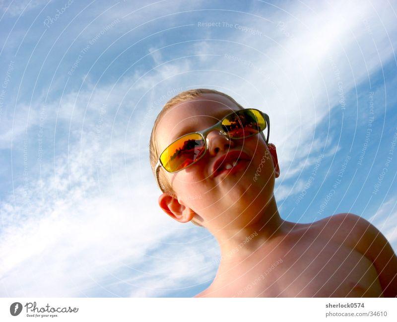 Los Brillos (2) Kind Himmel Wolken Farbe Zähne Sonnenbrille