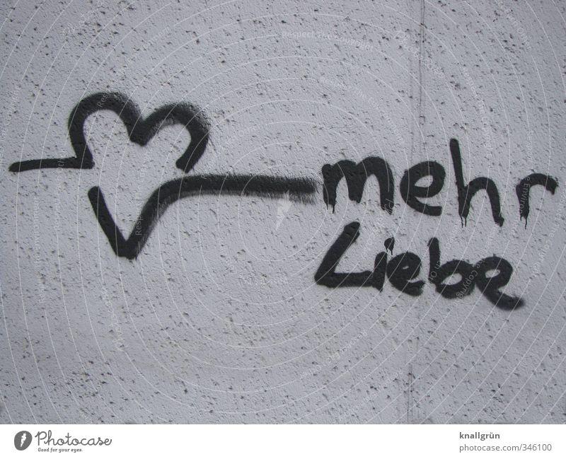 mehr Liebe Mauer Wand Zeichen Schriftzeichen Herz Kommunizieren schwarz weiß Gefühle Glück Lebensfreude Verliebtheit Romantik Hoffnung Wunsch Graffiti Farbfoto
