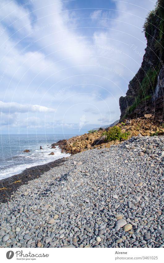 wilde Küste Meer Madeira gigantisch maritim Urelemente gefährlich steil Felsen Steilküste schwindelerregend halsbrecherisch Hanglage Abhang Steilhang Gefahr