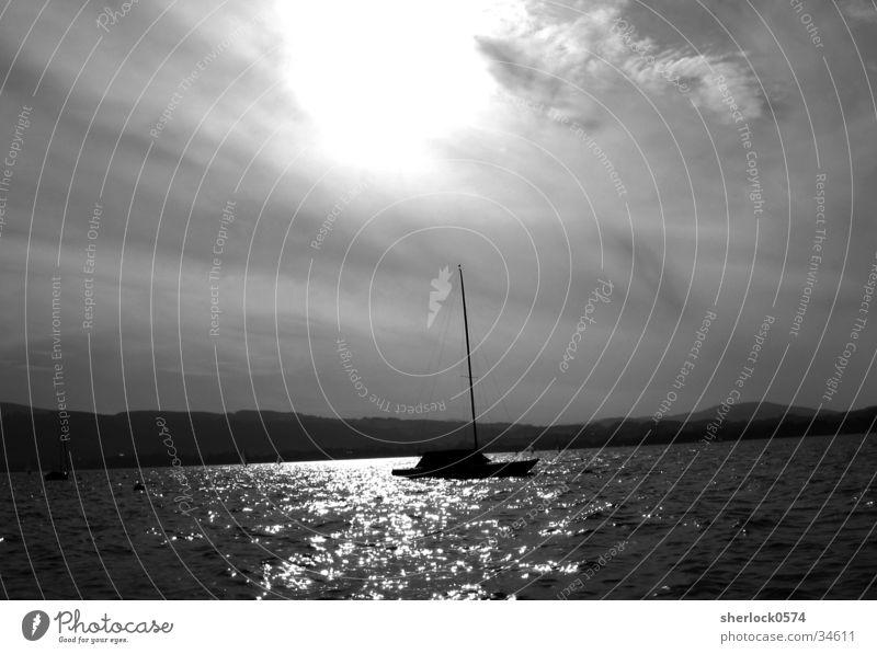 Tag am See Himmel Wasser weiß Sommer Wolken schwarz See Wasserfahrzeug Wellen