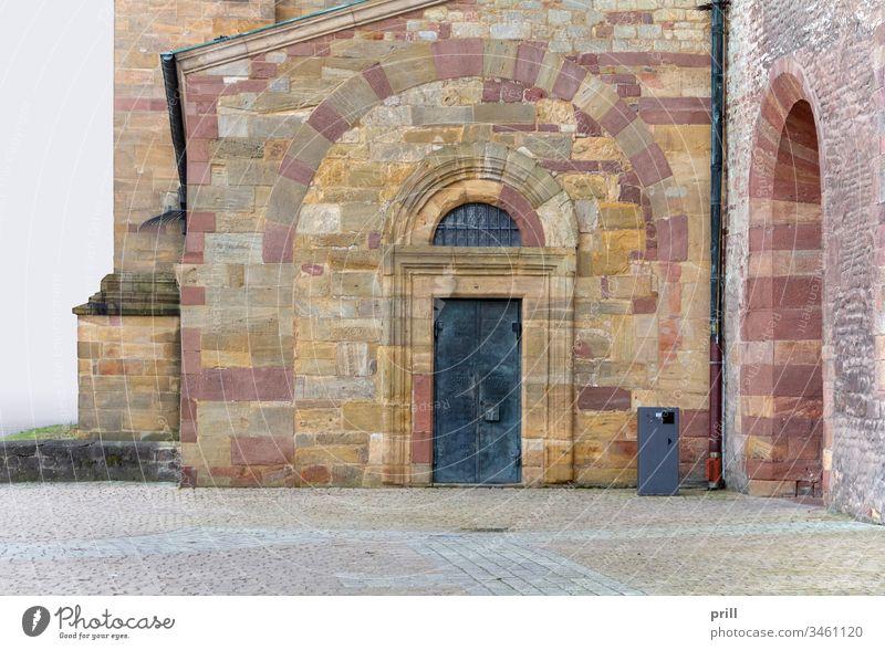 Dom zu Speyer Detail Eingang Tür Tor speyerer dom kathedrale kirche Fassade fenster bogen basilika Zauberstab Stein steinmauer sandstein verrotten romanisch
