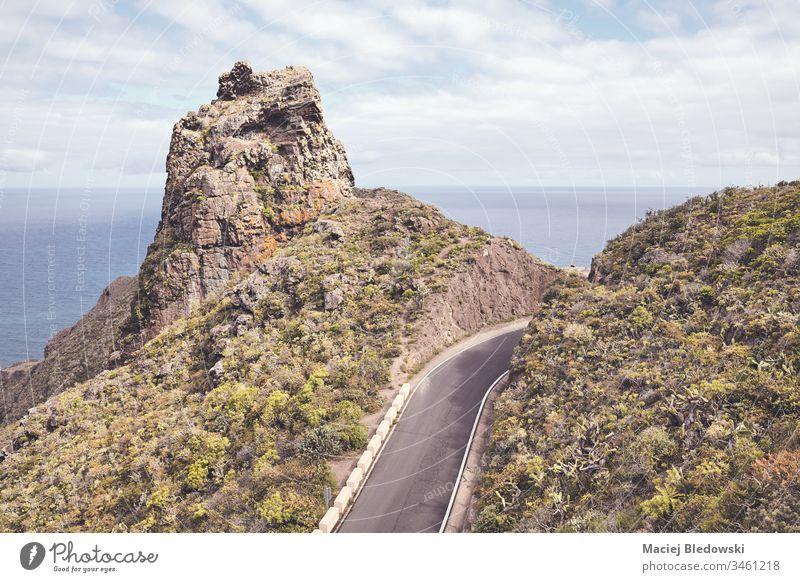 Malerische Bergstraße. Straße Ausflug Berge u. Gebirge Reise Küste Meer reisen Teneriffa Spanien Kanarische Insel Laufwerk Weg Himmel gefiltert Atlantik Asphalt