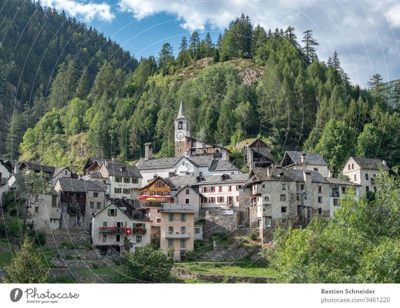 Ein Dorf im Val verzasca im Tessin, Schweiz Kanton Tessin Außenaufnahme Farbfoto Lavertezzo Natur Menschenleer Landschaft Alpen Europa Flussufer Verzasca-tal