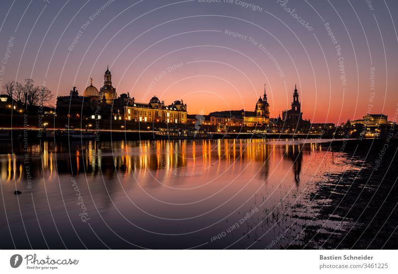 Skyline von Dresdner Altstadt zum Sonnenuntergang ästhetisch Detailaufnahme Semperoper Zufriedenheit Kunst Silhouette Dom Kirche dunkel Denkmal Bauwerk