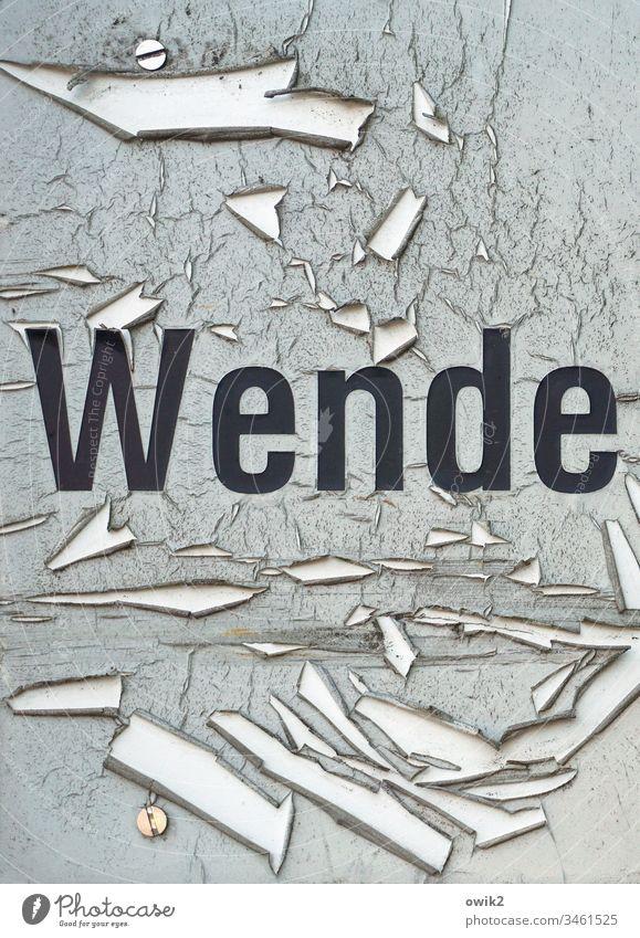 Die nächste kommt bestimmt Schild alt verschlissen Zerstörung Vergänglichkeit Buchstaben Wort Druckbuchstaben schwarz grau abblättern Farbe Segmente