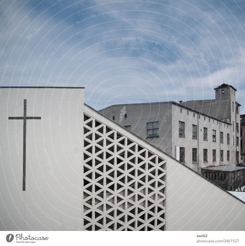 Methodistenkirche Kirche modern eckig Fassade Muster Ornament Beton Kreuz Christliches Kreuz Freikirche Sachsen Flöha Erzgebirge Fabrik alt leerstehend Gebäude