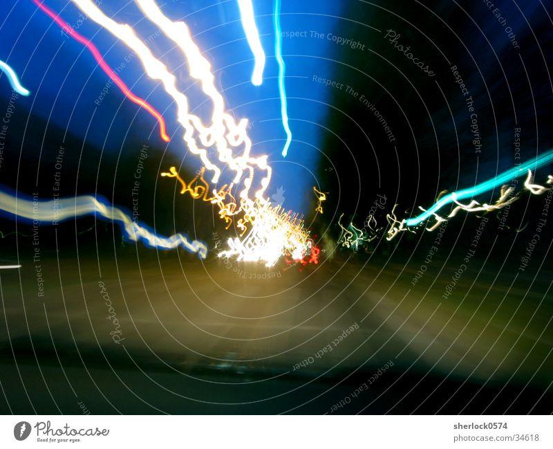 5 Sekunden im Auto Dämmerung Verkehr Langzeitbelichtung Geschwindigkeit Licht Straße PKW
