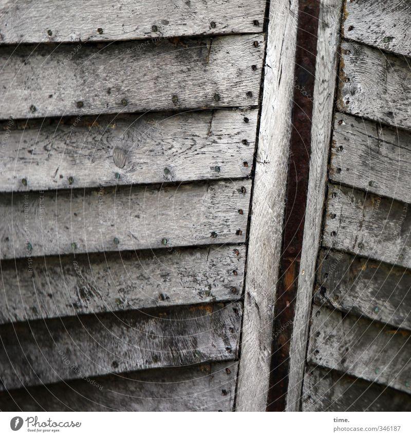Alter Stolz Schifffahrt Wasserfahrzeug Schiffswrack Schiffsplanken Holz authentisch elegant historisch Originalität trocken Senior Einsamkeit einzigartig