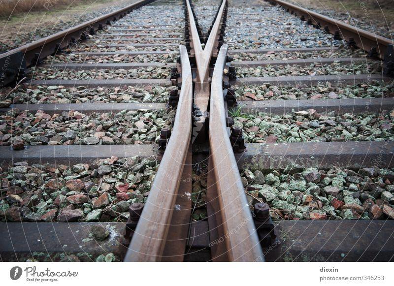 I hear the train a comin' Wege & Pfade Stein Metall Verkehr Eisenbahn Gleise Verkehrswege Entscheidung Weiche Bahnfahren Schienenverkehr