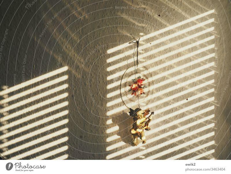 Cherub Wand Tapete Raufasertapete Fensterecke Lichteinfall Sonnenlicht Kontrast Lamellen Lamellenjalousie Jalousie Sichtschutz Dekoration & Verzierung Engel
