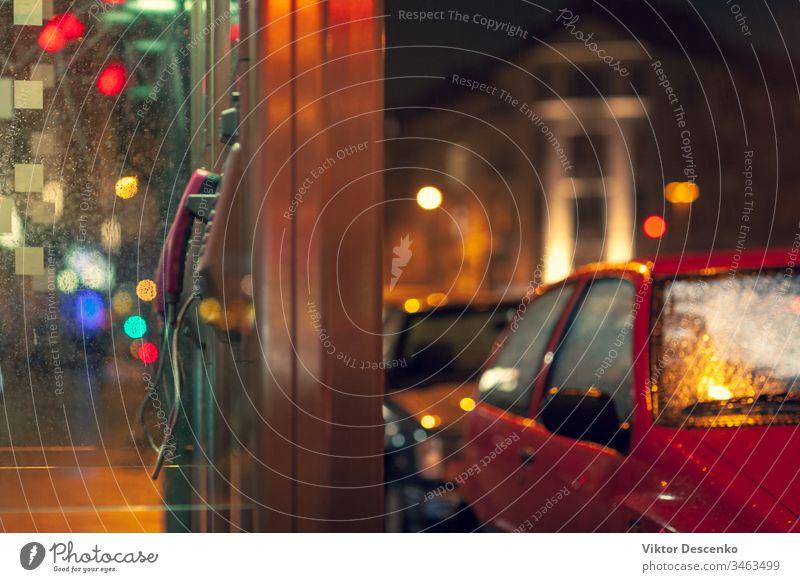 Festnetz-Münztelefone auf der Straße am Abend Hintergrund Business Mode PKW Design Hand Herz Person Mädchen Haus altehrwürdig Geld Mann Technik & Technologie