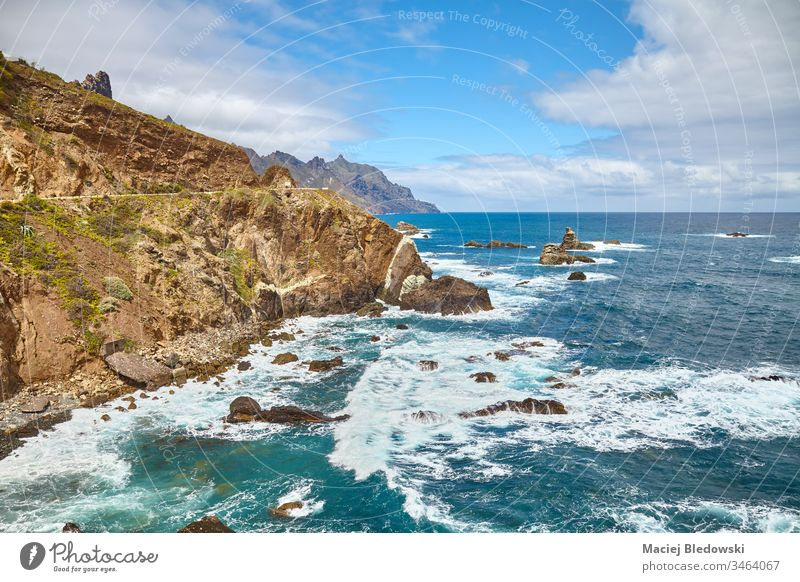 Atlantikküste von Teneriffa, Spanien. Meer Küste Klippe MEER Landschaft Anaga Ausflugsziel malerisch Felsen Wasser Macizo de Anaga Kanarische Inseln reisen