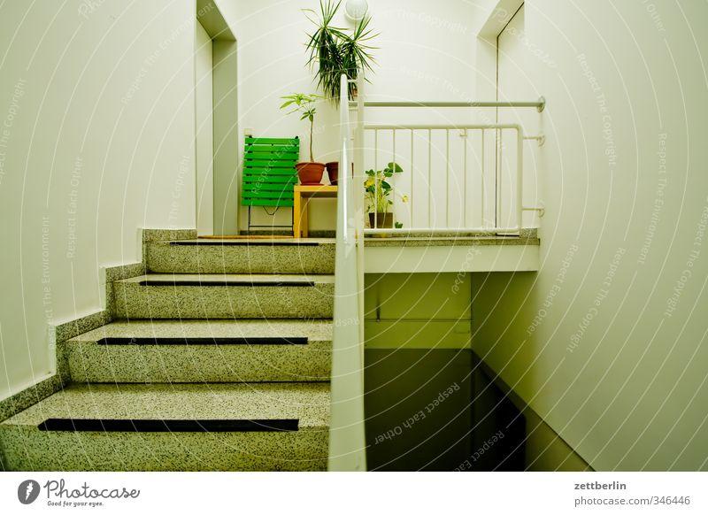Kommen Häusliches Leben Wohnung Haus Stadtzentrum Bauwerk Gebäude Architektur Mauer Wand Treppe Tür Wohnsiedlung Treppenabsatz wallroth Wohngebiet Treppenhaus